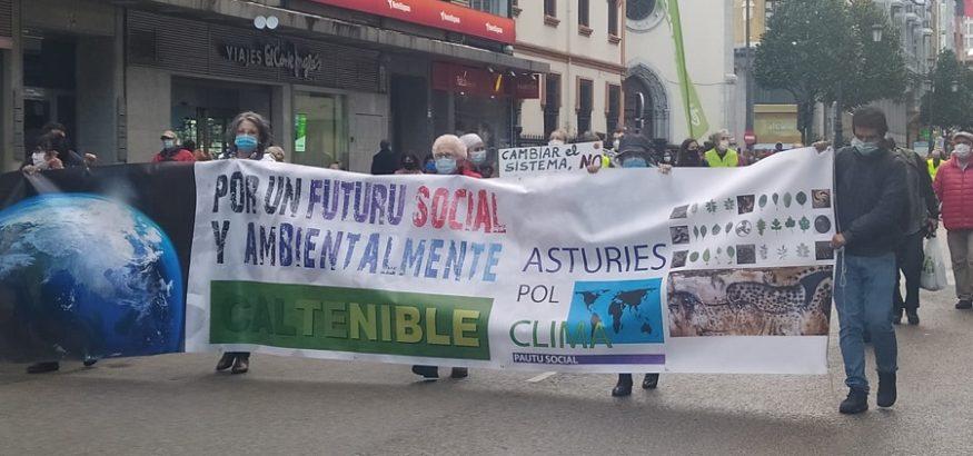 USO se manifiesta junto a Asturies pol Clima en Oviedo en el Día de Acción Global por el Clima
