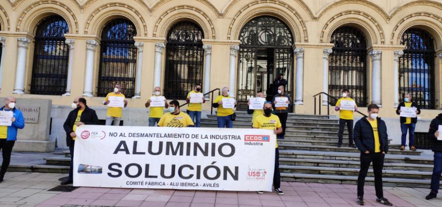 La plantilla de Alu Ibérica Avilés reclama la intervención de las fábricas. Sindicato USO-Asturias
